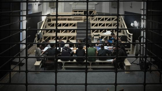 Bologna, tre agenti condannati al carcere minorile del Pratello