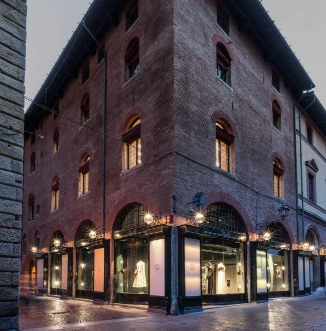 Bologna, apre mega-boutique stile Anni Venti in via Clavature