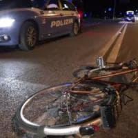 Ferrara, travolto da un'auto mentre va in bici: muore a 24 anni