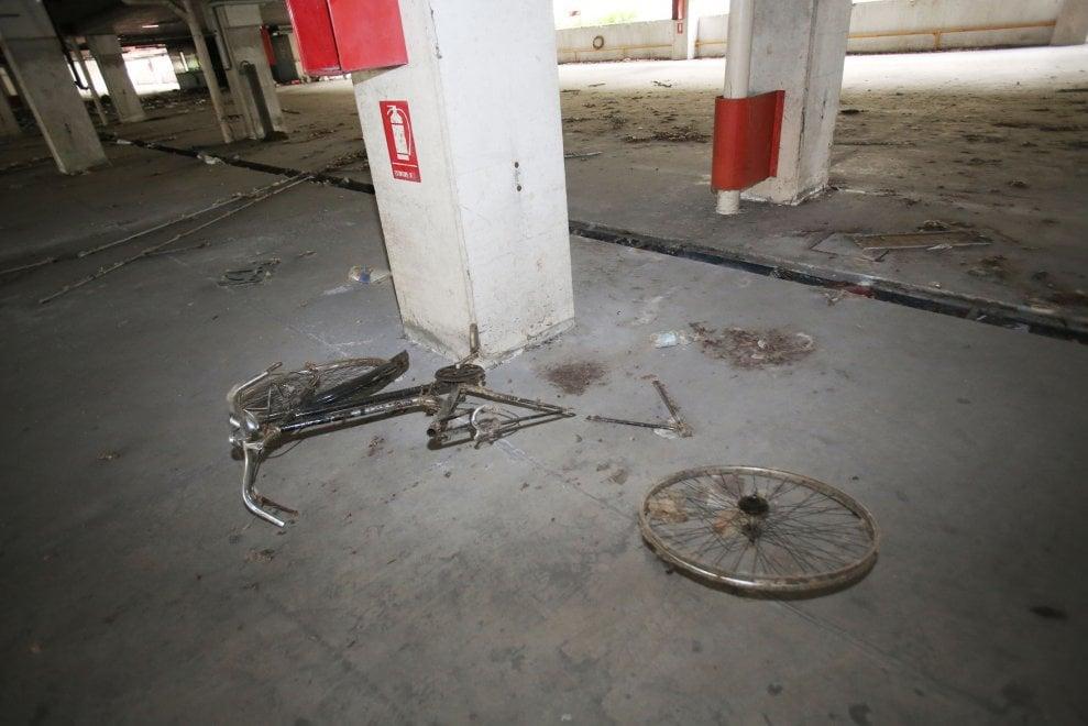 Quel parcheggio abbandonato che l'arte tenta di salvare