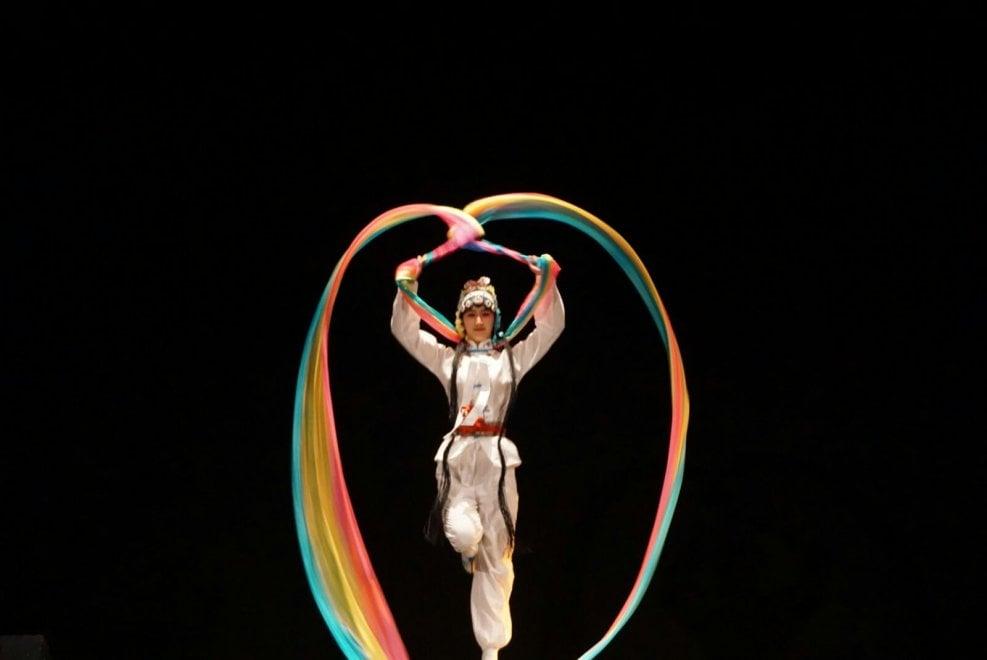 La magia del teatro cinese ha incantato l'Antoniano di Bologna