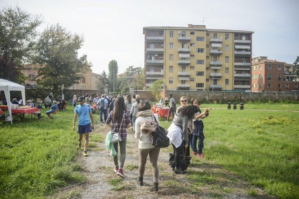 Quel giardino perduto alla periferia di Bologna che si ripopola grazie alla battaglia dei cittadini