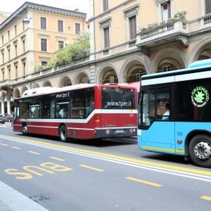 Bologna, accertatori Tper interrompono consiglio comunale