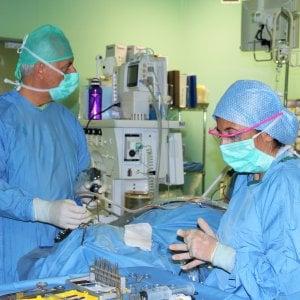 Modena, rimosso tumore alla base del cranio: impiantata una protesi da stampante 3D