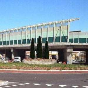 Investe due anziani sulle strisce pedonali: Casalecchio, denunciato pirata della strada
