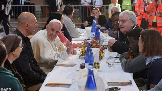Bologna, detenuti a pranzo con Papa Francesco: in due ne approfittano per evadere
