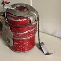 Bologna, trova una bomba a mano fra i rottami al centro missionario