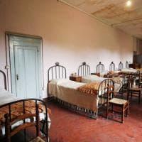 I lettini, i ricami, le preghiere: il tempo si è fermato al Pio istituto delle sordomute povere di Bologna