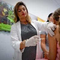 Bologna vaccini, più che dimezzato il numero dei bimbi