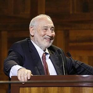 L'Università di Bologna conferisce il Sigillum magnum al premio Nobel Stiglitz