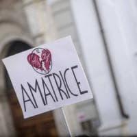 Gli aiuti dell'Emilia-Romagna al Centro Italia colpito dal terremoto: due scuole, un municipio, un campo da calcio