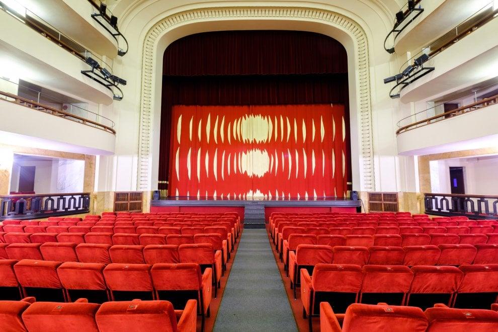 Sipario d'autore per il teatro Duse di Bologna: lo firma Carla Accardi