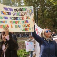 Bologna, la rivolta di mamme e bimbi: