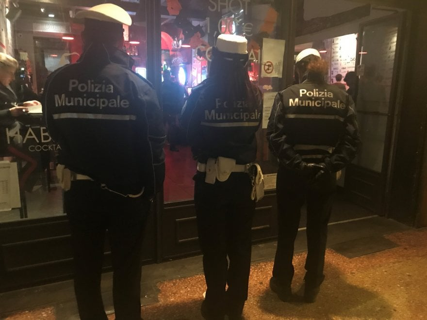 Bologna, blitz dei vigili in via Petroni