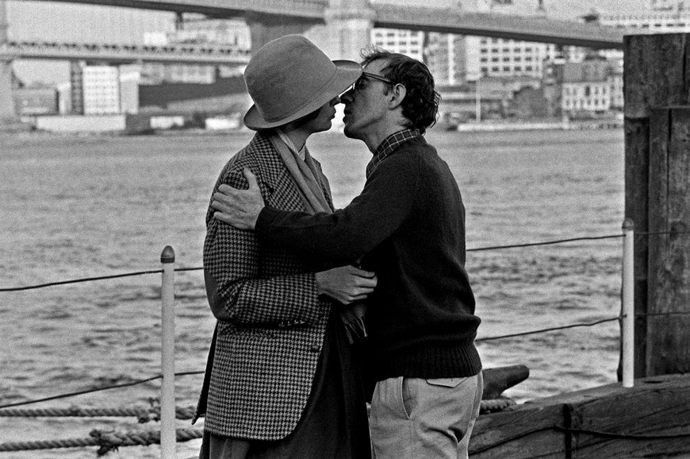 Woody, Barbra, Meryl, John, e sullo sfondo Manhattan: a Bologna gli scatti di Brian Hamill