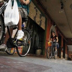 """Colombo pedala contromano: """"Raddoppiati i ciclisti morti, gli scorretti viaggiano in auto"""""""
