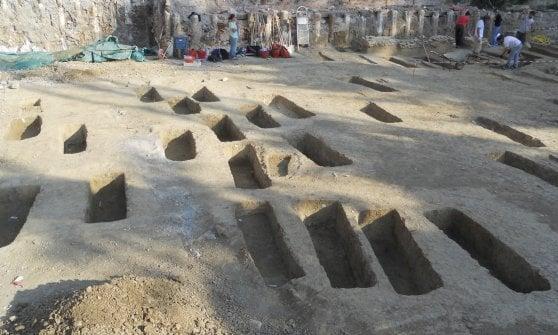 Ritrovato il cimitero ebraico medievale di Bologna, distrutto cinque secoli fa: è il più grande d'Italia