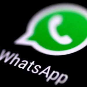 Modena, immagini hot nella chat Whatsapp delle liceali: rischio pedofilia