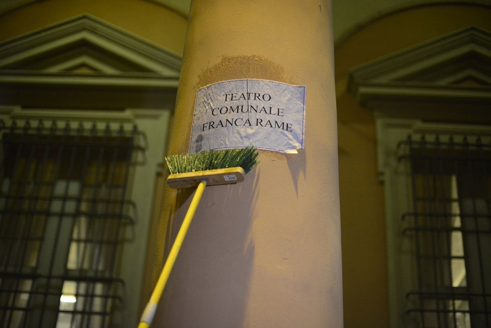 Bologna, donne in piazza contro la violenza: e le strade cambiano nome