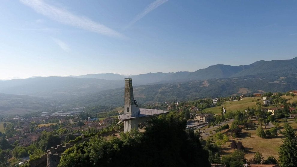 Una gita al faro, ma in Appennino: Gaggio Montano e quel monumento davvero unico