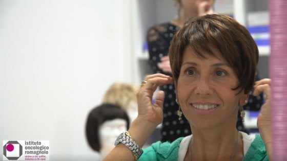 Una parrucca gratuita per le donne che affrontano il cancro: il progetto arriva anche a Imola