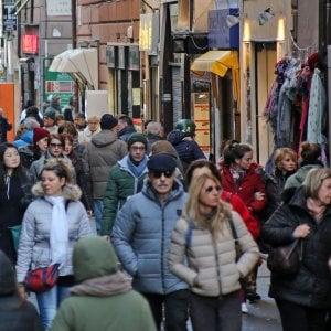 Furti nei negozi del centro di Bologna: cinque denunce per una banda di ladre