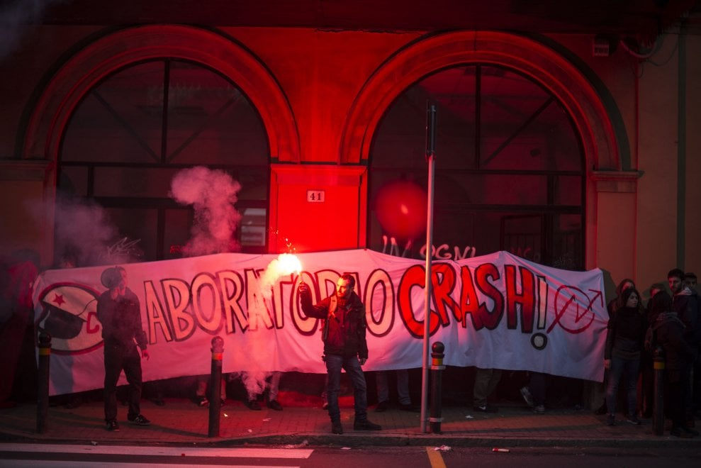 Bologna, Crash occupa l'ex stazione Veneta