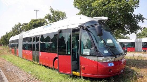 La parabola del Civis: da Bologna a Como, 47 bus in vendita nel salone dell'usato