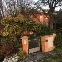 Donna accoltellata a morte in casa nel Bolognese: rapina? Il fantasma di