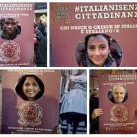 I loro volti nel passaporto italiano: flash mob a Bologna per lo ius soli