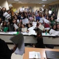 """Bologna, ironia social dei laureati: """"Facevo la commessa, vado a insegnare: embè?"""""""