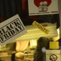 Black Friday a Bologna, il pretesto per gli sconti prima di Natale