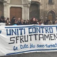 """""""Uniti contro lo sfruttamento"""". Bologna, studenti in corteo contro l'alternanza scuola-lavoro"""