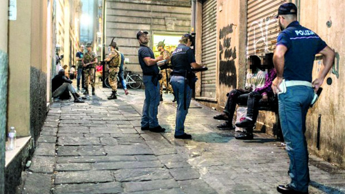 Reggio emilia tre nigeriani arrestati con due chili di for Tre stelle arreda reggio emilia