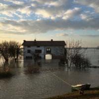 Maltempo Emilia-Romagna, dopo l'alluvione Lentigione comincia a svuotarsi