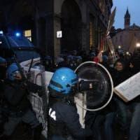 Bologna, scontri Cua-polizia in piazza Verdi, due condanne