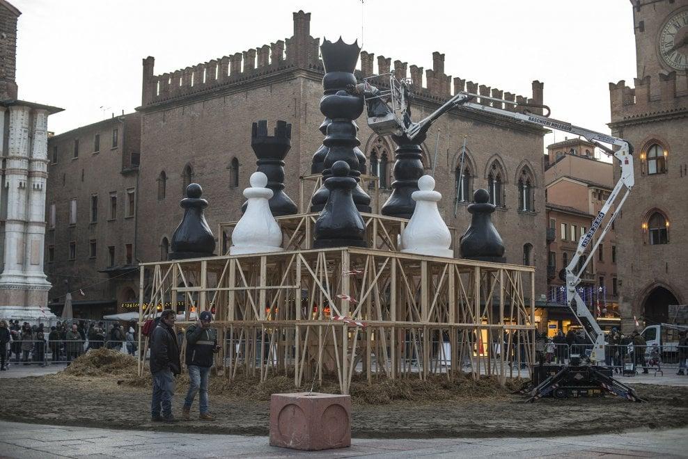 Bologna, ecco il Vecchione che brucerà per Capodanno 2018