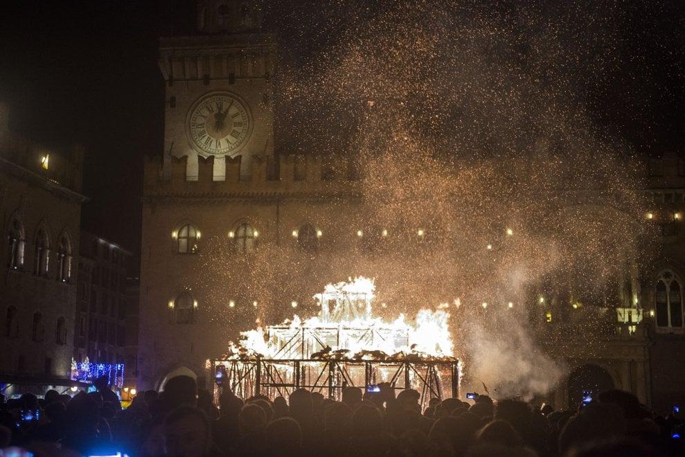 Benvenuto 2018, Bologna saluta il nuovo anno con il rogo del Vecchione