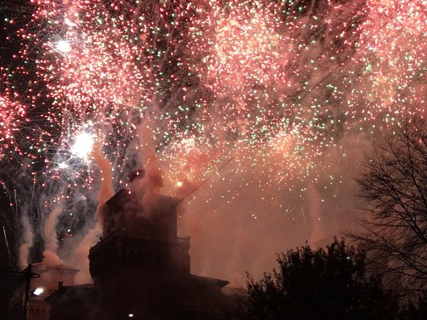 Ferrara, il rogo del Castello saluta l'arrivo del 2018
