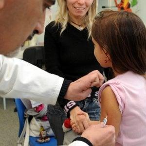 Vaccini obbligatori a scuola, a Bologna migliaia di bambini da mettere in regola