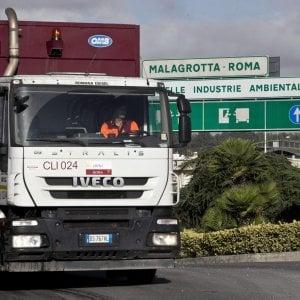 """Rifiuti Roma, l'Emilia Romagna al M5S: """"Avete bisogno o no? Decidetevi"""""""