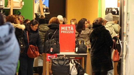 Saldi, buona partenza. A Bologna nuove polemiche sul rinvio della ...