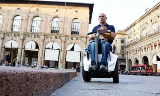 Quello scivolo della discordia che impedisce ai disabili di attraversare il cuore di Bologna