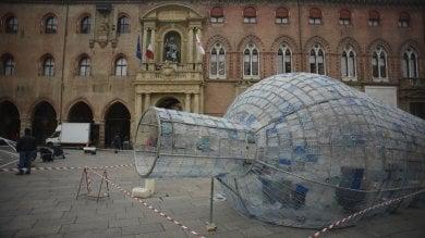 Bottiglia e bolle in piazza Maggiore   Foto