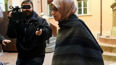 """Asmae torna in tribunale col velo """"La mia è una battaglia giuridica"""""""