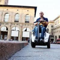 Bologna, in piazza Maggiore arriveranno gli scivoli per i disabili