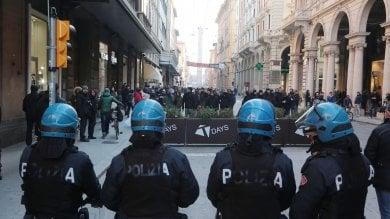 Banchetti di CasaPound e Forza Nuova  tensione con gli antifascisti in centro  foto