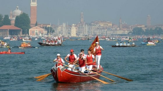 Più di 1.000 euro per un pranzo a Venezia: quattro giovani denunciano l'osteria