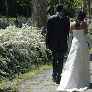 Scuce 180 mila euro all'amante per mantenere moglie e figlio: indagato
