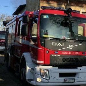 Bologna, a fuoco la tv di notte: tre intossicati
